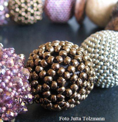 Kugel aus 120 Perlen